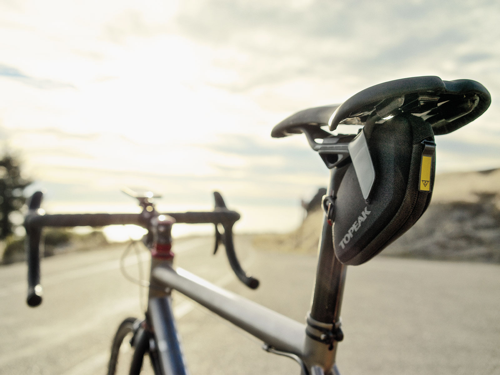 TOPEAK Aero Wedge Bicycle Seat Bag Overview - YouTube