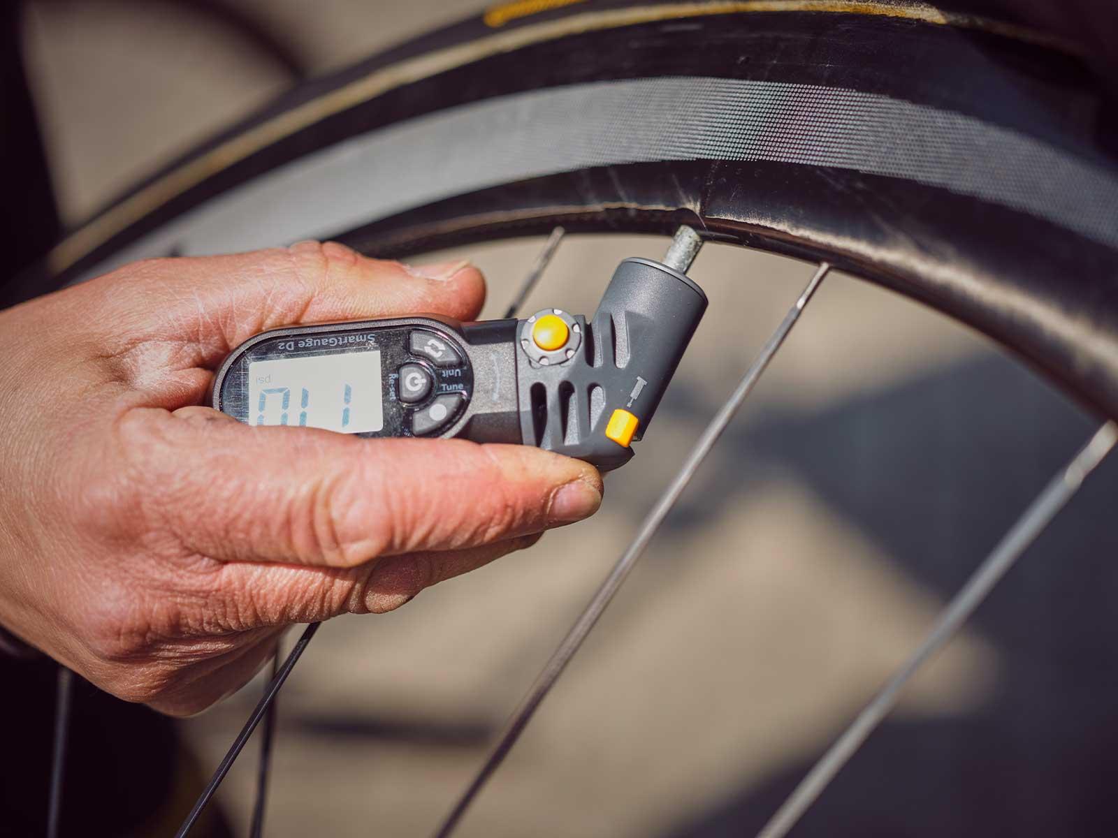 Topeak SmartGauge D2 Bike Tire Pressure Gauge w Rotating Head Digital Display